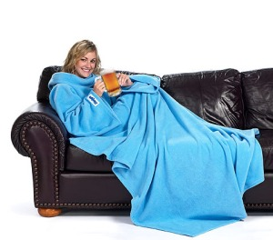 The blanket with sleeves lets you conveniently hold malty beverages